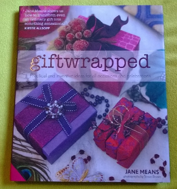 06 Giftwrapped book