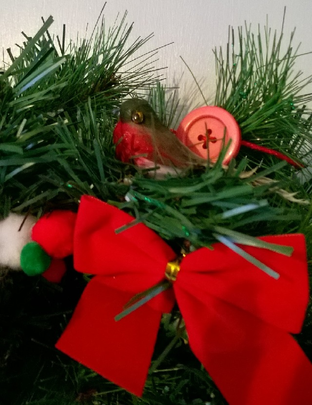 03. Traditional wreath close up robin