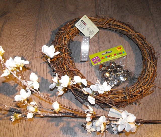 04. Twiggy wreath materials