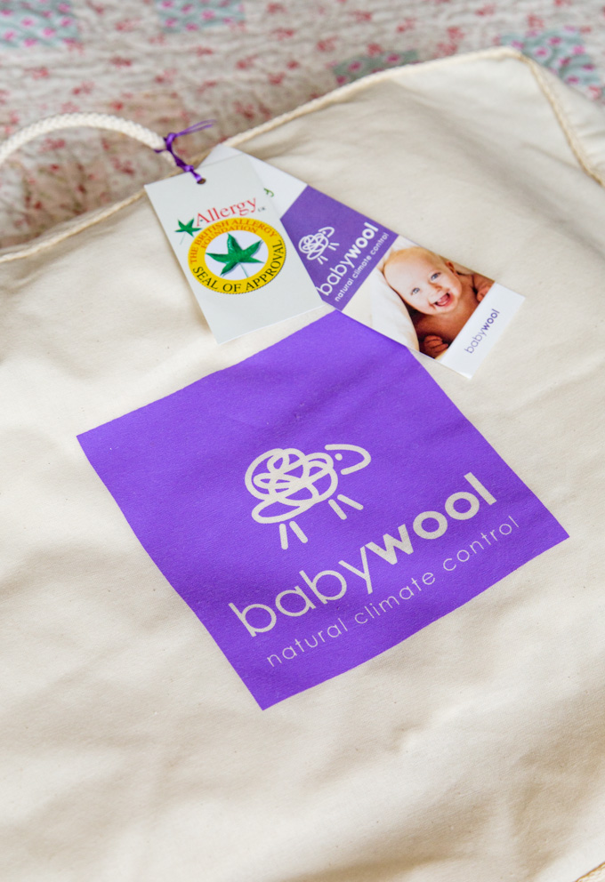Cotton bag with babywool logo in a purple square